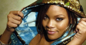 Rihanna has crush on True Blood star Alexander Skarsgard