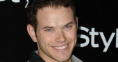 Kellan Lutz helps the ladies in the grocery store