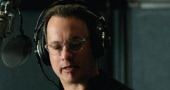 Tom Hanks gets bribed with a typewriter to do an interview