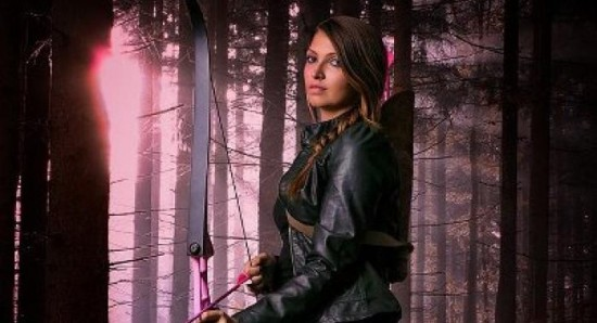 Willa Holland as Thea Queen will be Speedy in CW's Arrow. 550x298_Arrow-producers-excited-about-Huntress-involvement-7412