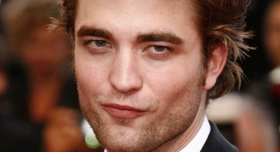 Robert Pattinson talks about his unzipped fly