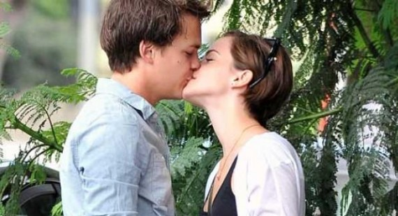 Is Emma Watson dating Johnny Simmons?
