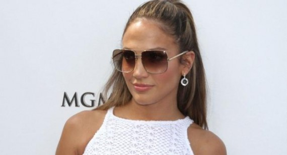 Jennifer Lopez no longer sees Victoria and David Beckham