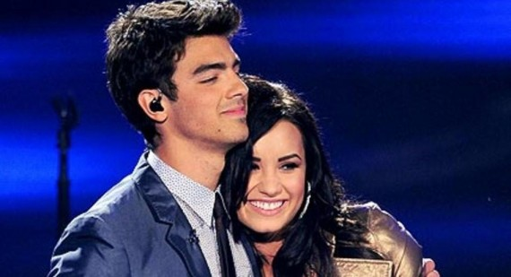Joe Jonas hugs ex girlfriend Taylor Swift but snubs another ex, Demi Lovato