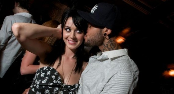 Katy Perrie dumped Travie McCoy by email