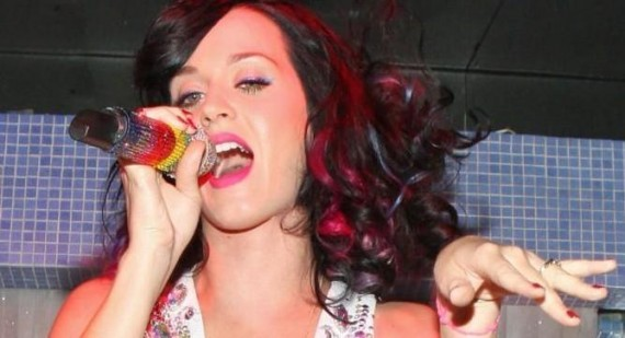 Katy Perry kissed a sailor... and liked it!