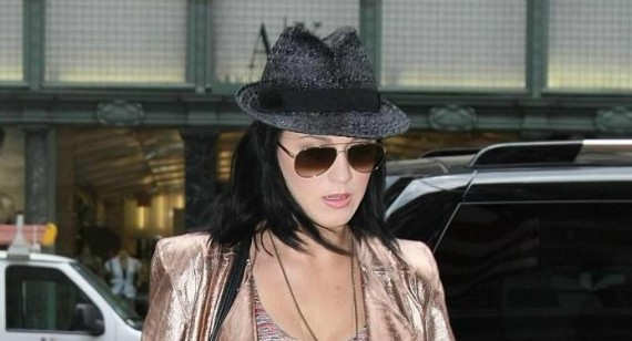 Katy Perry to spend more time in UK to be with Robert Ackroyd