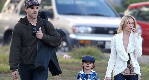 LeAnn Rimes plays happy families with Eddie Cibrian