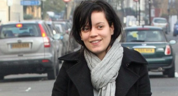 Lily Allen accuses music industry of sexism