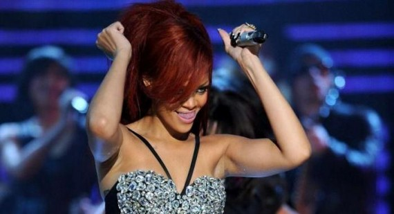 Who is supporting Rihanna's 2011 tour?