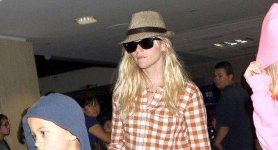 Reese Witherspoon and family return to LAX aiprpot