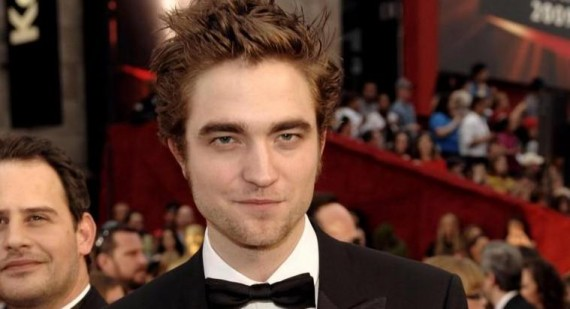 Who is Robert Pattinson dating at the moment?
