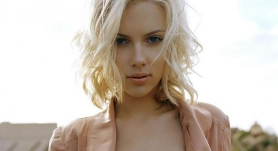 Who is a bigger bimbo, Scarlett Johansson or Jessica Simpson?