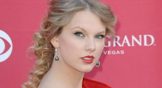 What did Taylor Swift say about Twilight on the live chat?