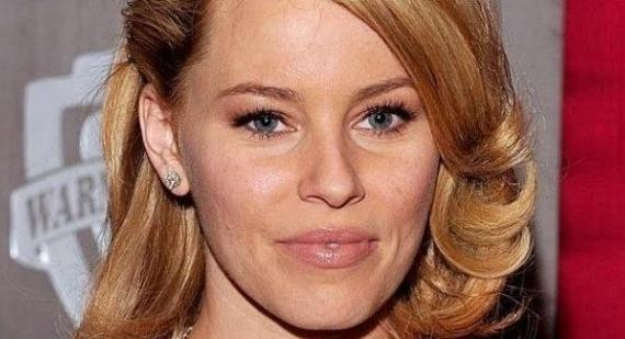 Elizabeth Banks compares Twilight and Hunger Games