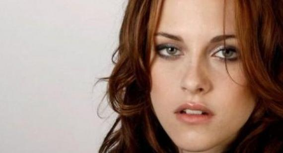 Kristen Stewart talks hanging with Jennifer Lawrence and Emma Watson