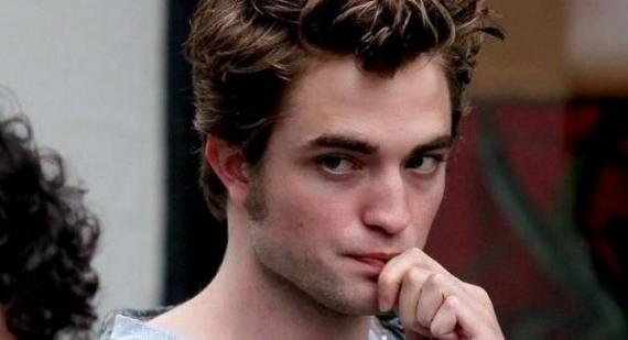 Robert Pattinson will be travelling by private jet for Breaking Dawn promotions