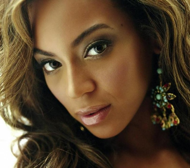 Beyonce Headshot Singing