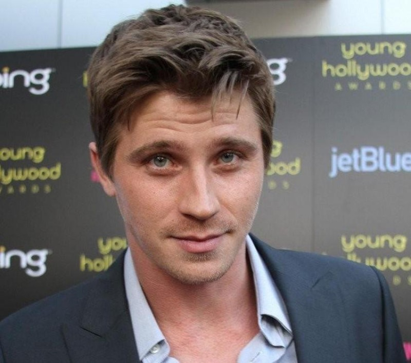 Garrett Hedlund And Armie Hammer Young Hollywood Awards Olsen Twins News Com