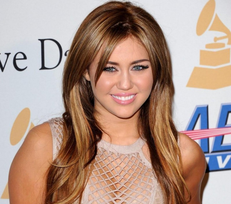 Miley Cyrus Hotwallpaper Blogspot Com Hot
