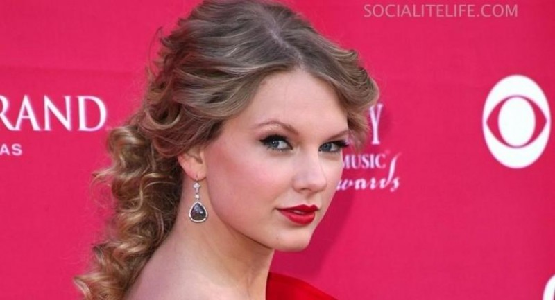 Taylorswift Acm Awards Red Carpet Photos Red Carpet