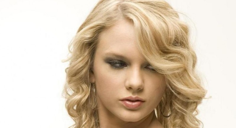 Taylor Swift Blender Magazine Photoshoot Lo