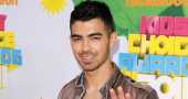 Joe Jonas jokes about last month's video scandal