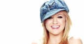 Kelly Clarkson defends P!nk against angry fans