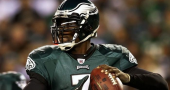 Michael Vick signs new one-year deal with Eagles