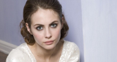 Willa Holland discusses Thea's reaction to learning the truth about Oliver in Arrow