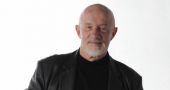 Jonathan Banks fascinates Internet in