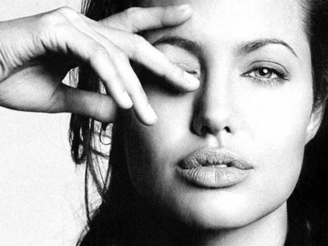 Angelina Jolie has double mastectomy to help prevent breast cancer