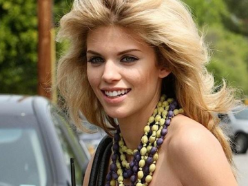 AnnaLynne McCord in no hurry to marry Dominic Purcell