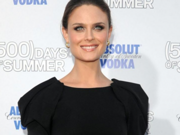 Emily Deschanel hopes to direct an episode of Bones