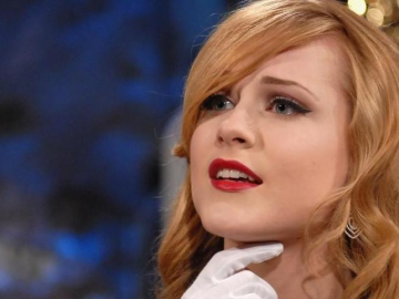 Evan Rachel Wood goes on a rant about the paparazzi over privacy concerns