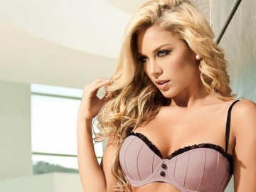 Girl of the Week: Lina Posada