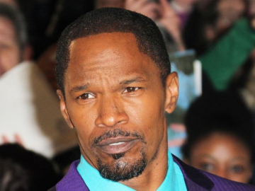 Jamie Foxx has a crush on Kelly Rowland and asks her out during an interview