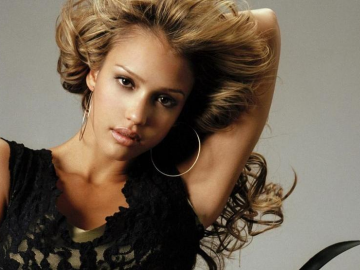 Jessica Alba says friends and family come before career