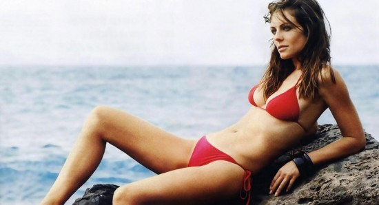 Elizabeth Hurley is Holiday Xmas card star in red swimsuit and ...