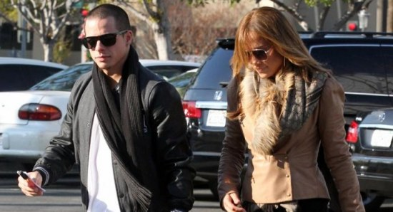 Casper Smart is considering proposing to Jennifer Lopez