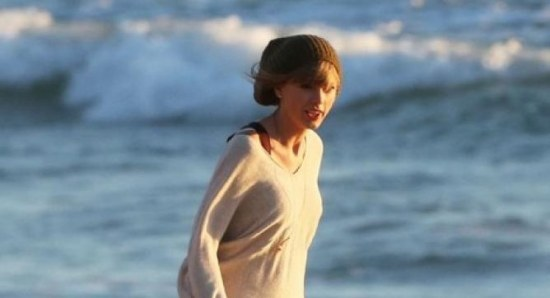 Taylor Swift dressed up like Harry Styles in her new music video