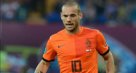 Wesley Sneijder playing for Holland