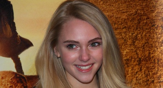 Why is AnnaSophia Robb so fat?