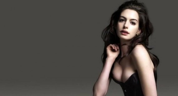 Anne Hathaway's last minute switch from Valentino to Prada dress explained
