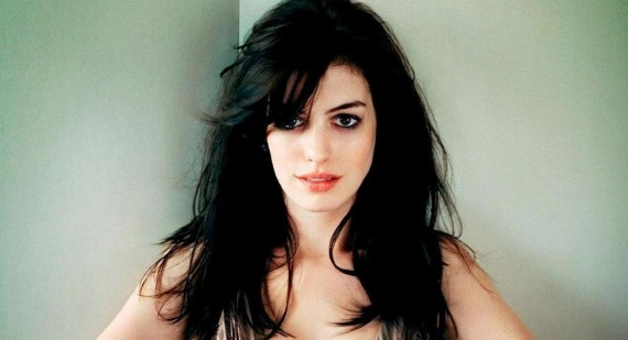 Anne Hathaway upset at flashing photographers