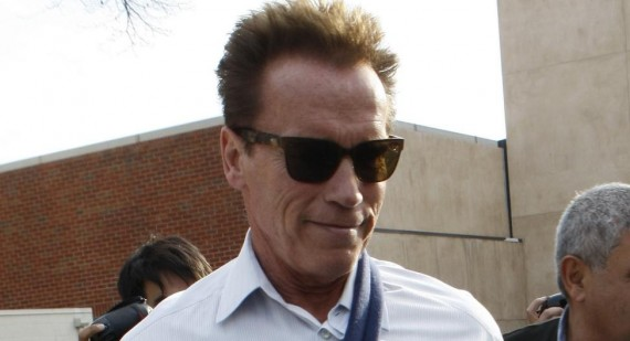Arnold Schwarzenegger gives Johnny Knoxville movie stunt tips