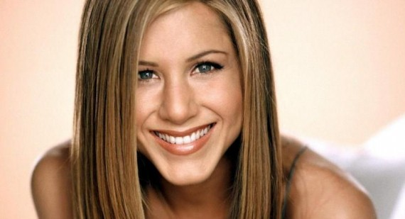 Jennifer Aniston saves a young girls life