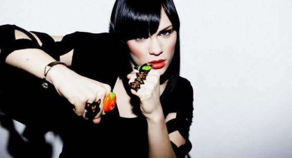 Jessie J dares Holly Willoughby to Comic Relief challenge