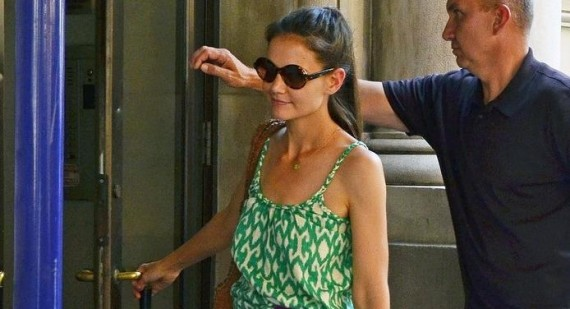 What is Katie Holmes current and physical address?