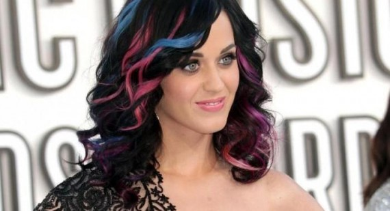 Katy Perry spends her time off relaxing with cats